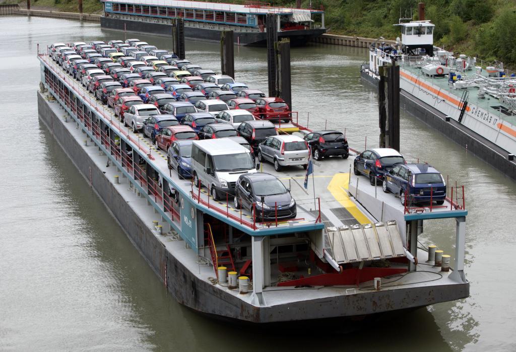 80 Jahre Ford in Köln: Zur Ford-Logistik in Köln zählen auch Rhein-Schiffe.