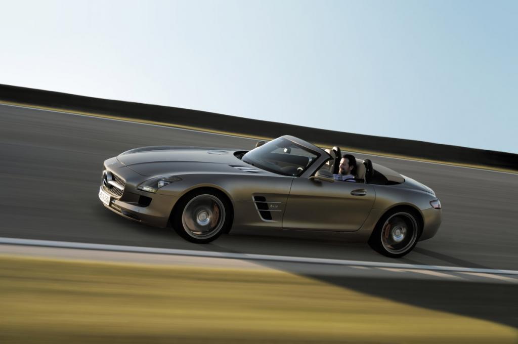 Angetrieben wird das Cabrio von dem gleichen 6,2-Liter-V8-Benziner mit 420 kW/571 PS wie sein