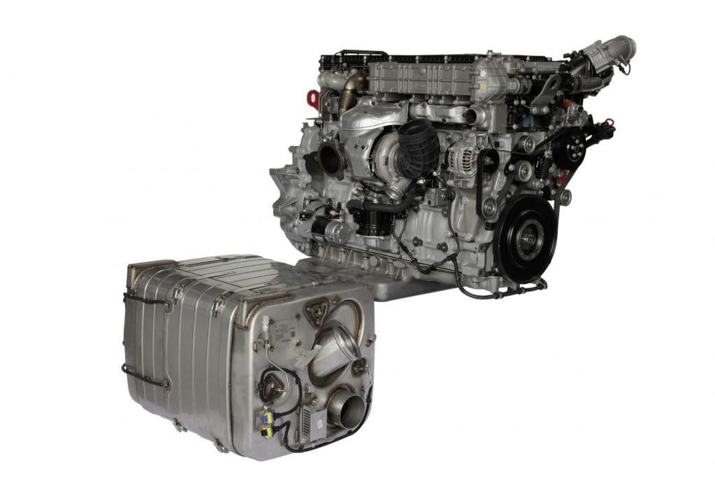 Der Euro 6-Motor von Mercedes und das zweiflutige Abgassystem mit Partikelfilter, Oxikat und SCR-Katalysator.