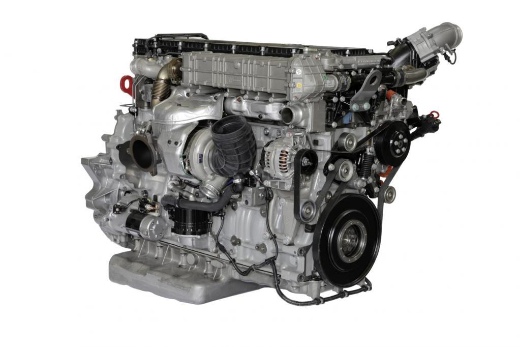 Der Reihensechszylinder OM 471 hat die für den Busmotor typisch flache Ölwanne.