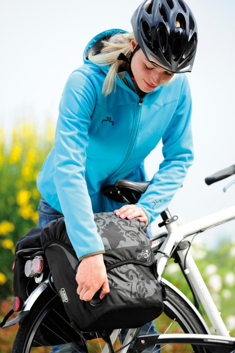 Die Hauptlast tragen die klassischen Radreisetaschen am Gepäckträger. Allerdings muss man auf die richtige Gewichtsverteilung achten.