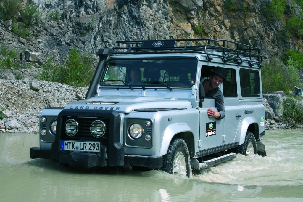 Dschungelkönig Peer Kusmagk nimmt an der Land Rover Experience Tour in Bolivien teil.