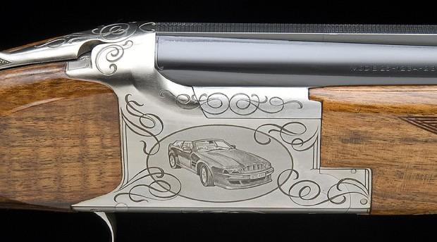 Ein Gewehr passend zum Aston Martin - was für ein Luxus!