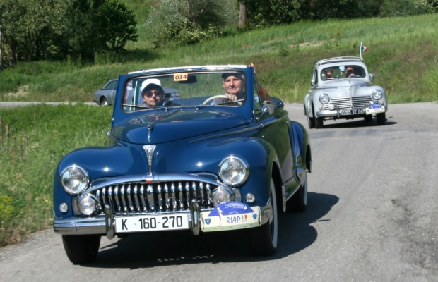 Europäisches Peugeot-Treffen - Die Parade des Löwenrudels