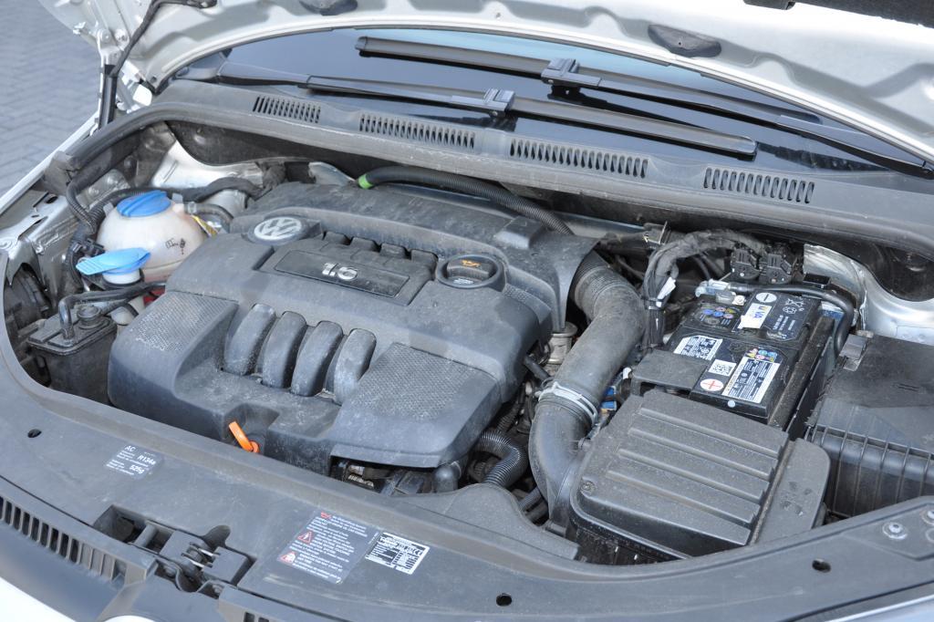 Im Motorraum ist von der Umrüstung fast nichts zu erkennen