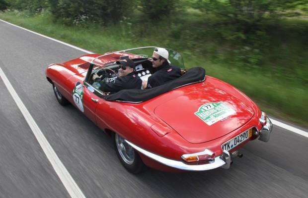 Jaguar E und Range Rover lieferten sich Kopf-an-Kopf-Rennen