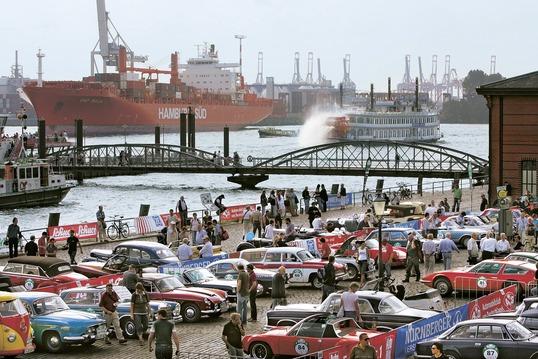 Oldies auf dem Fischmarkt Quelle: AutoBild Klassik
