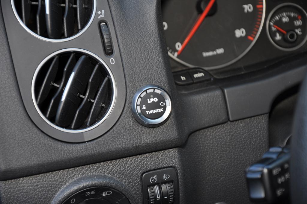 Schalter für den Wechsel zwischen Benzin und Autogas