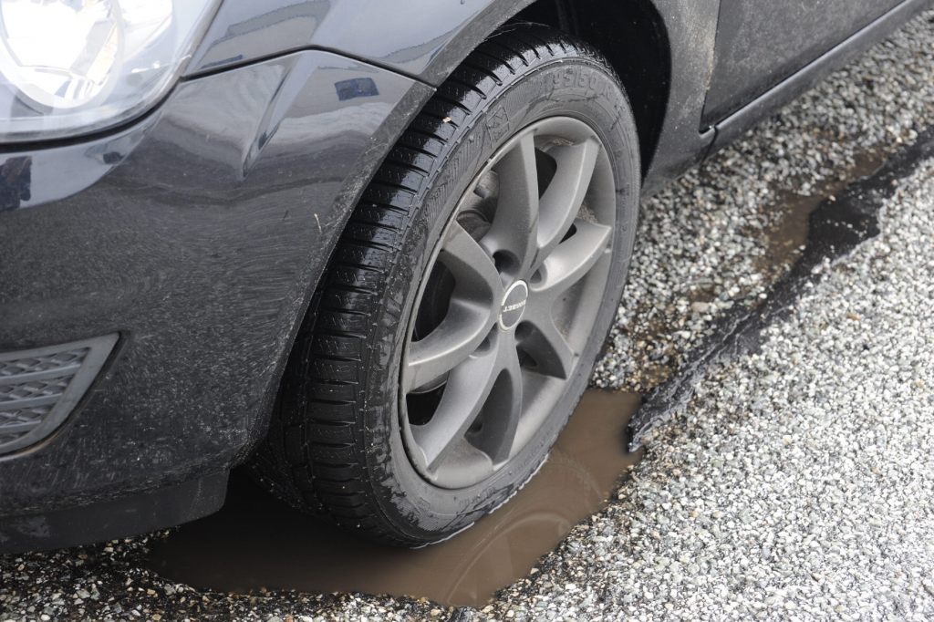 Urteil: Autofahrer haften bei unübersehbaren Schlaglöchern selbst