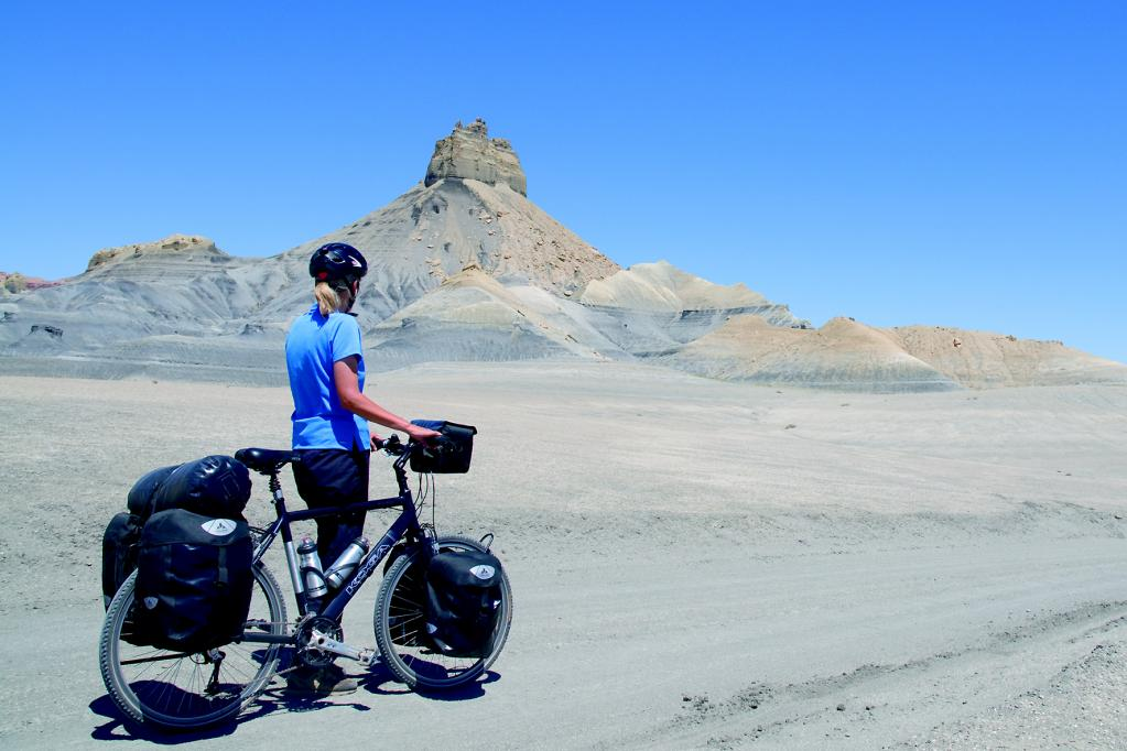Wer mit dem Rad auf Reisen geht, kann einiges erleben. Damit der Fahrspaß nicht auf der Strecke bleibt, sollte man das Rad clever packen.