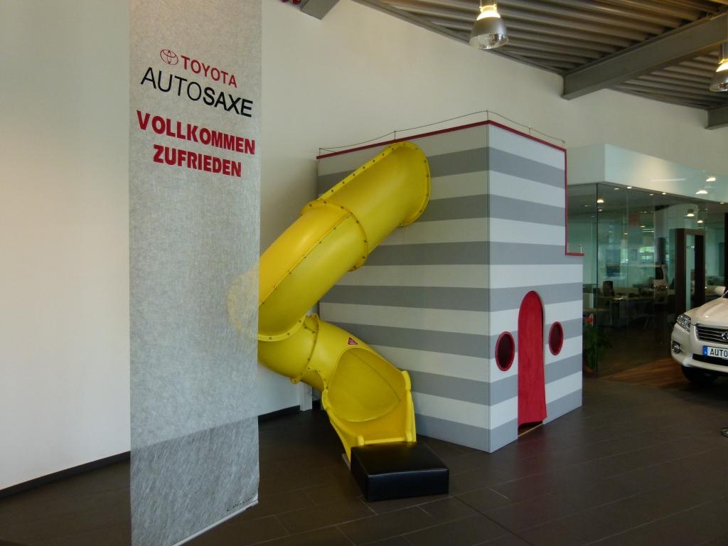 """auto.de fragt nach: """"Autos verkaufen ist nicht Männersache, sondern Könnersache!"""" - Das Spielparadies für die kleinen Toyota-Kunden"""