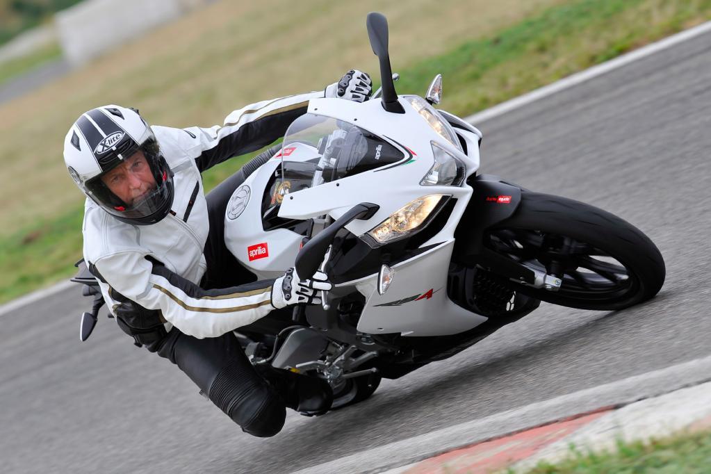 Als Antrieb dient die zweite Generation des 125er Viertaktmotors, der bei den Leichtkrafträdern der Konzernschwester Derbi schon für Furore sorgte.