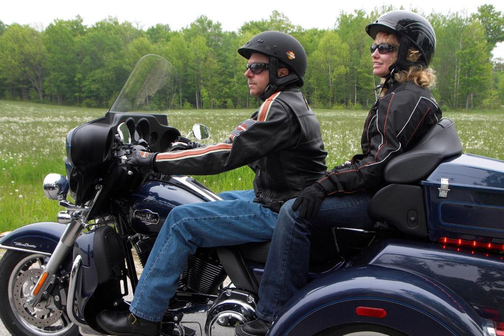 Auch Autofahrer können nun Motorrad fahren. Möglich macht es das Trike von Harley-Davidson.