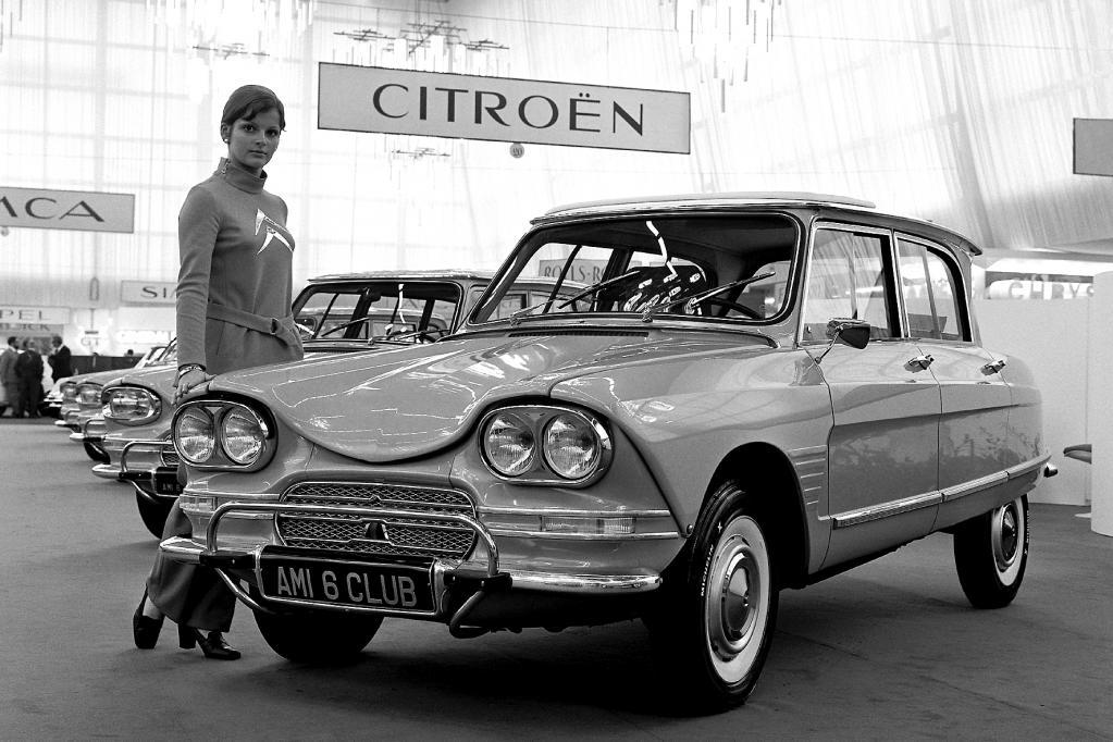 Auch auf dem Pariser Automobilsalon 1968 ist der Mittelklässler ein Blickfang der Marke.