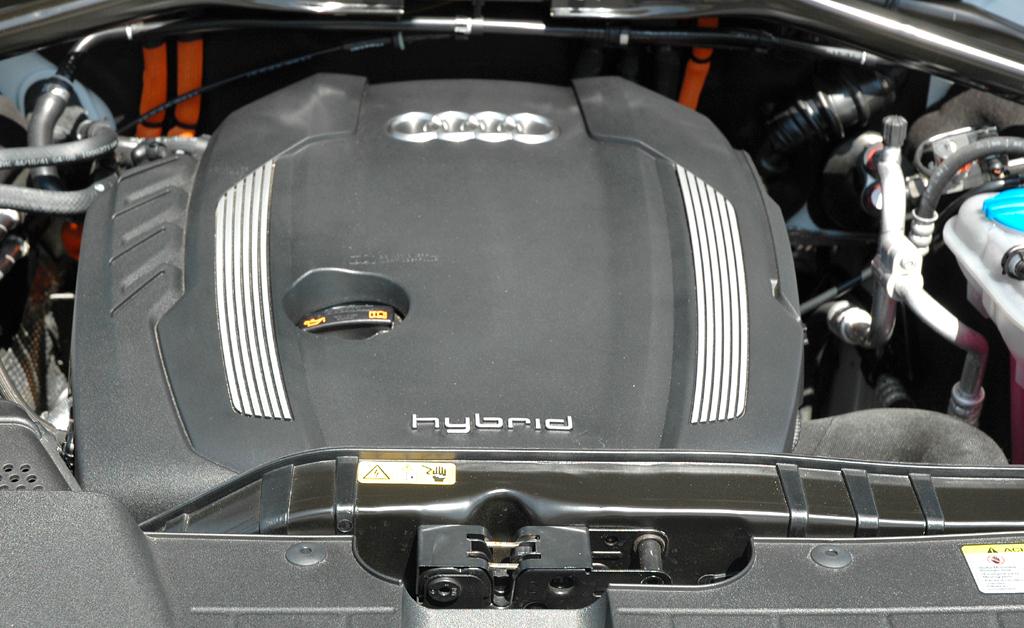 Audi Q5 Hybrid Quattro: Blick unter die Haube auf den 2,0-Liter-TFSI-Verbrenner mit 211 PS.
