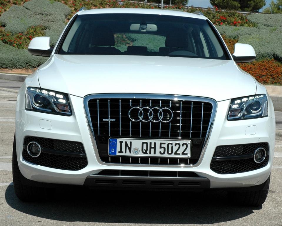 Audi Q5 Hybrid Quattro: Der Kühlergrill ist bei dieser Variante hochglänzend schwarz lackiert.