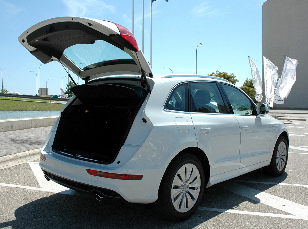 Audi Q5 Hybrid Quattro: Ins Gepäckabteil passen 460 bis 1480 Liter hinein.