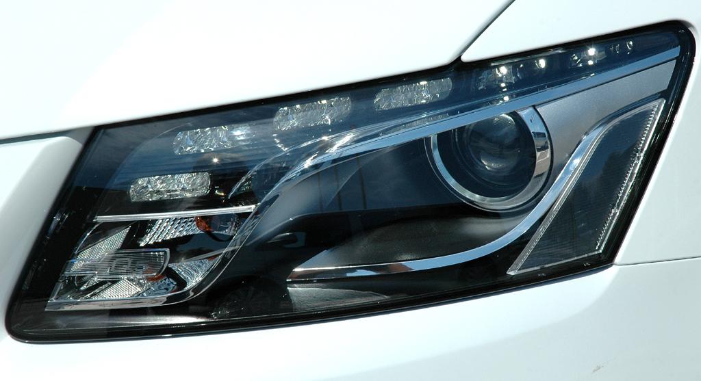 Audi Q5 Hybrid Quattro: Moderne Leuchteinheit vorn.