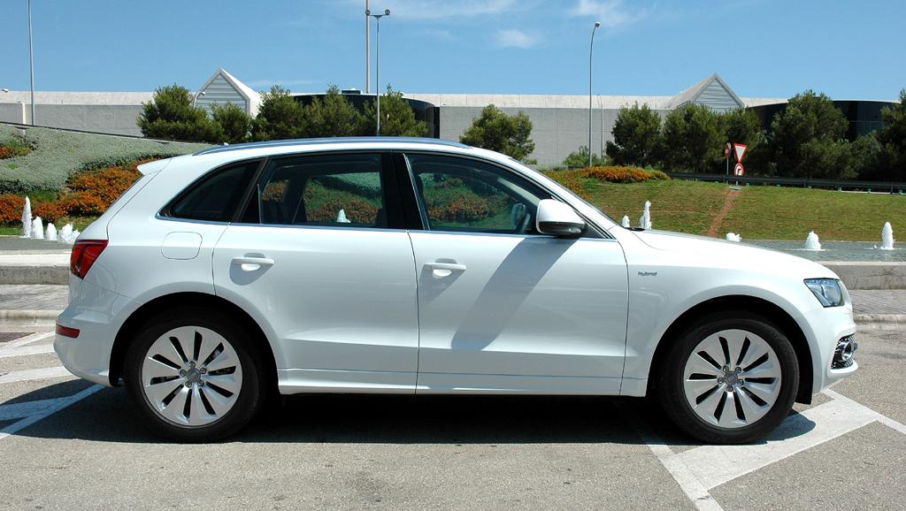 Audi Q5 Hybrid Quattro: So sieht der Kompakt-SUV von der Seite aus.