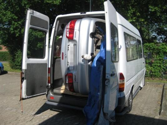 Auto im Auto Quelle: DPA/ Polizei