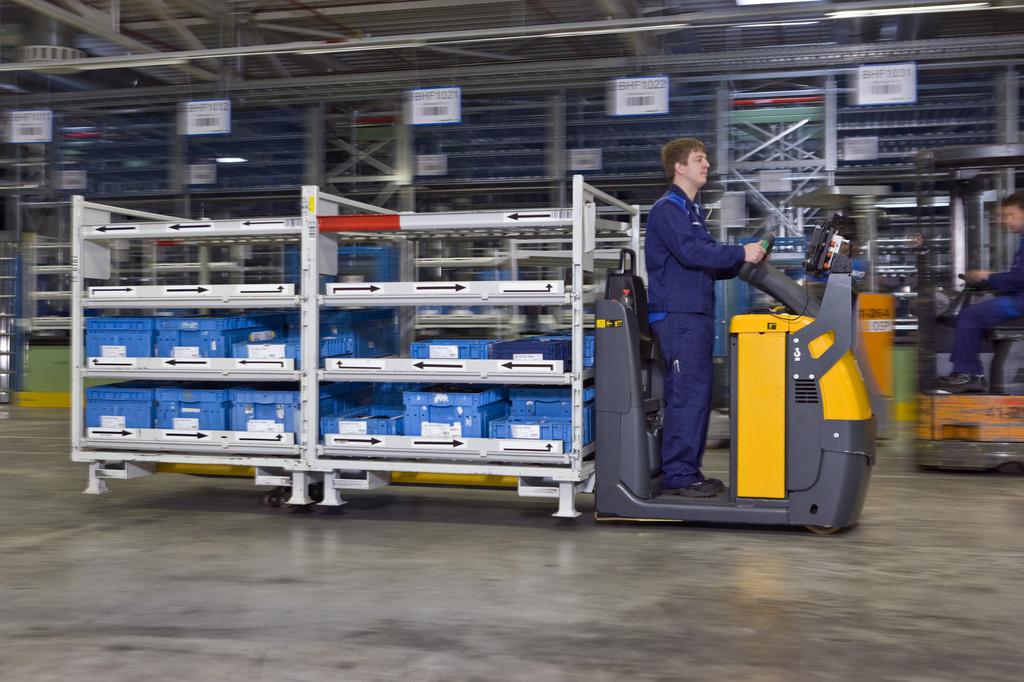 Automatisiertes Kleinteilelager im Mercedes-Benz-Werk Wörth.