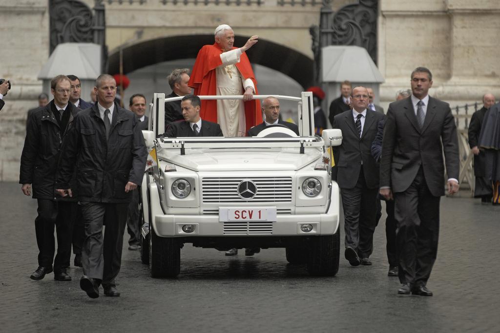 Bei Audienzen auf dem Petersplatz kann der Papst auf den Glaskäfig verzichten