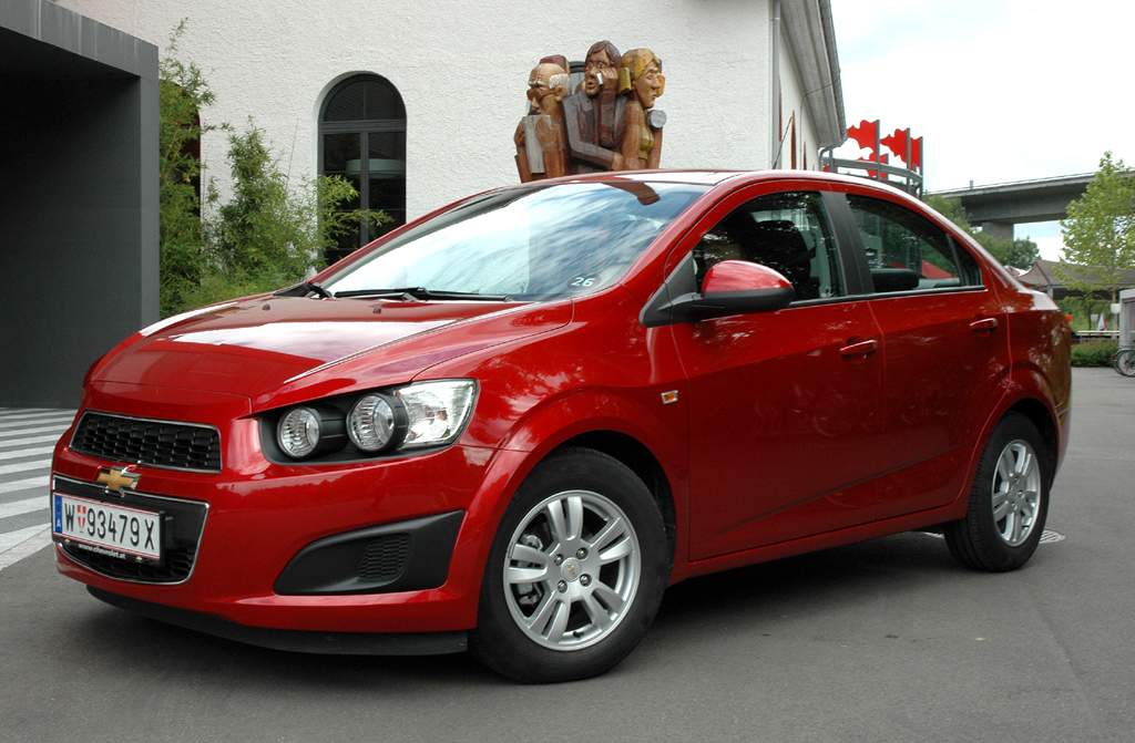 Chevrolet Aveo: Alternativ zum Fließheck ist die eher bieder wirkende Stufenheck-Limousine zu haben.