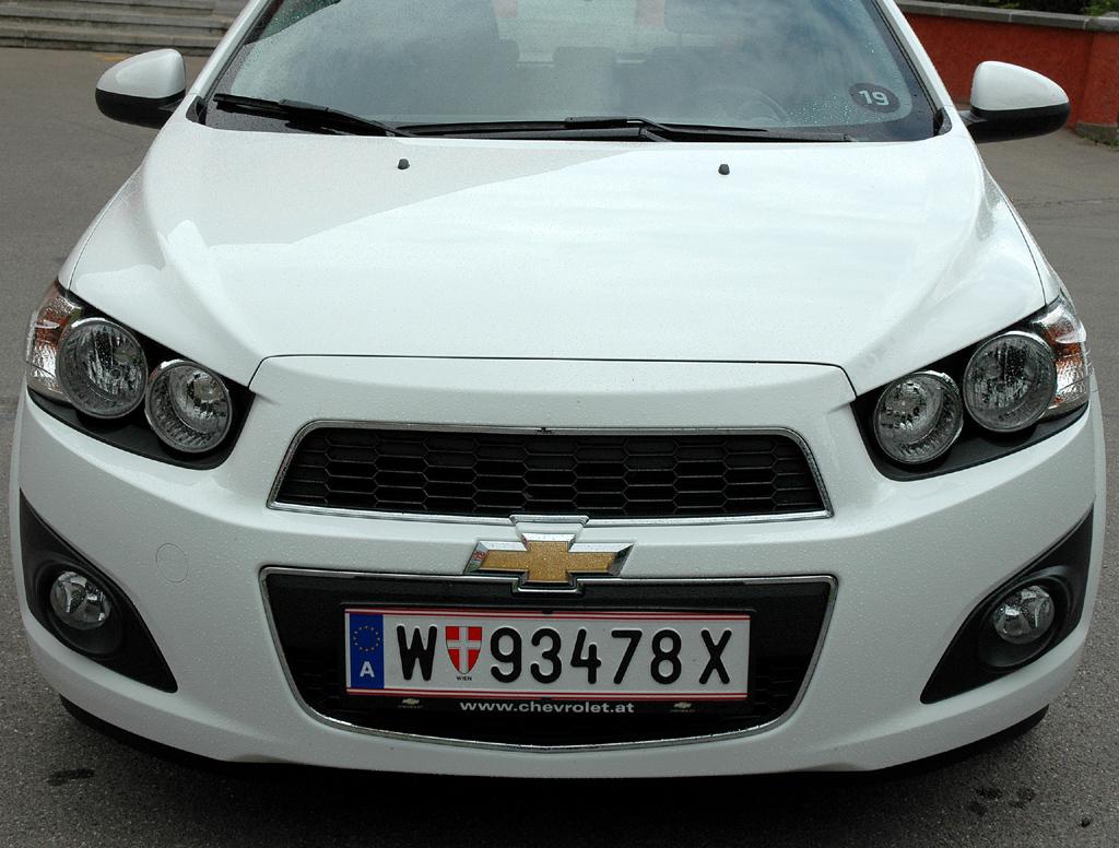 Chevrolet Aveo: Blick auf die Frontpartie des zwischen Spark und Cruze angesiedelten Kleinwagens.
