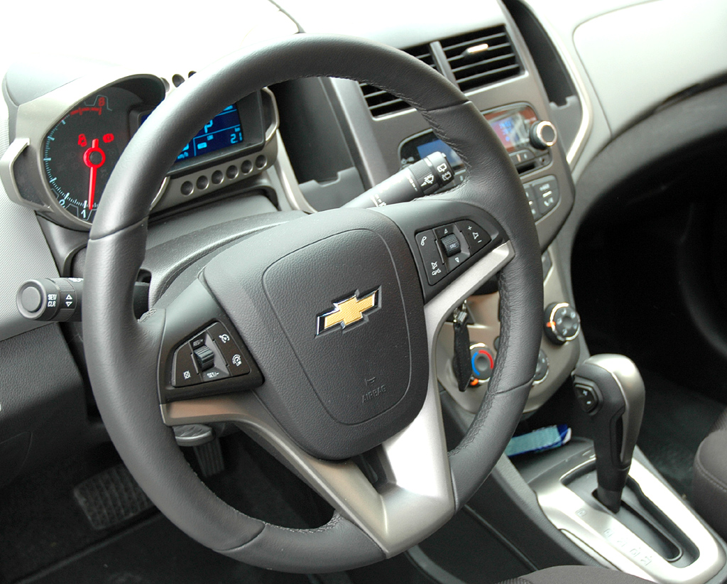Chevrolet Aveo: Blick ins eher nüchtern-funktionelle Cockpit.