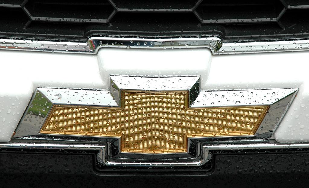 Chevrolet Aveo: Das Markenlogo sitzt vorn mittig unter dem Kühlergrill.