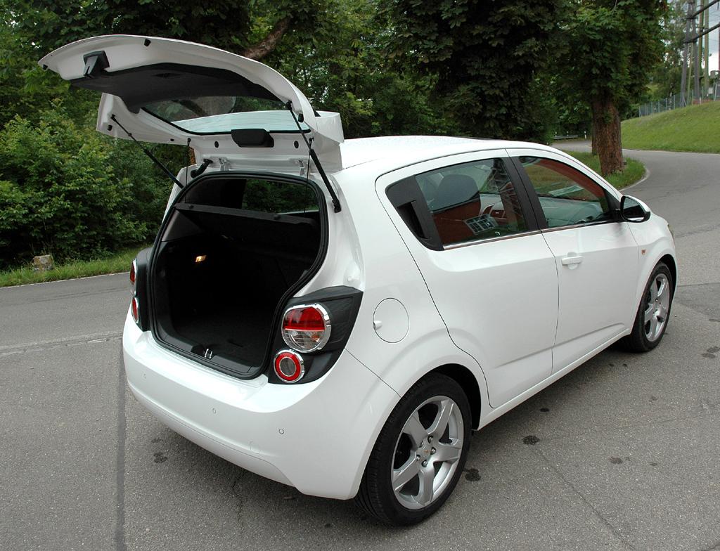Chevrolet Aveo: Ins Gepäckabteil des Fließhecks passen 290 bis 653 Liter hinein.