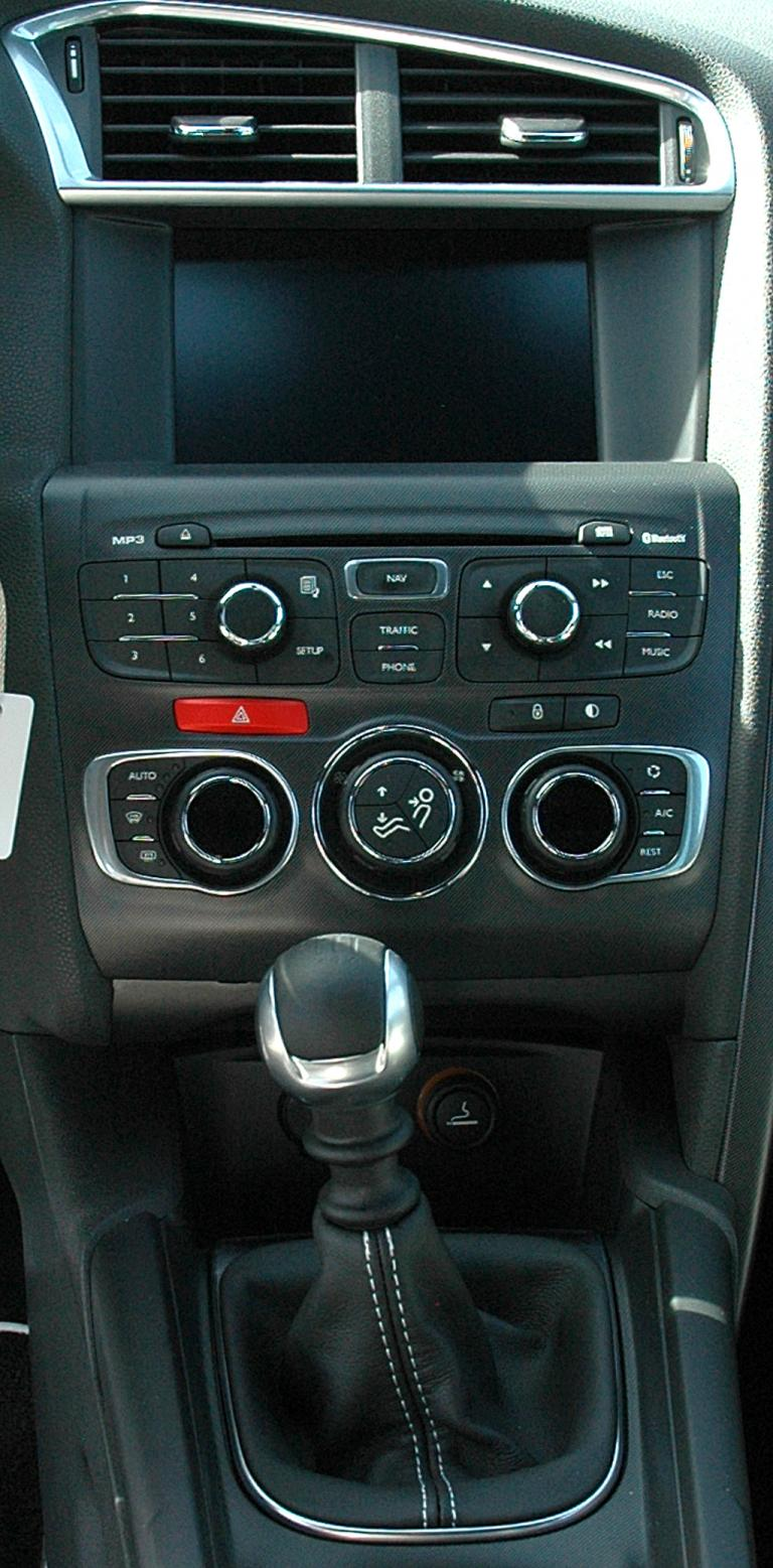 Citroën DS4: Blick auf den mittleren Armaturenträger.