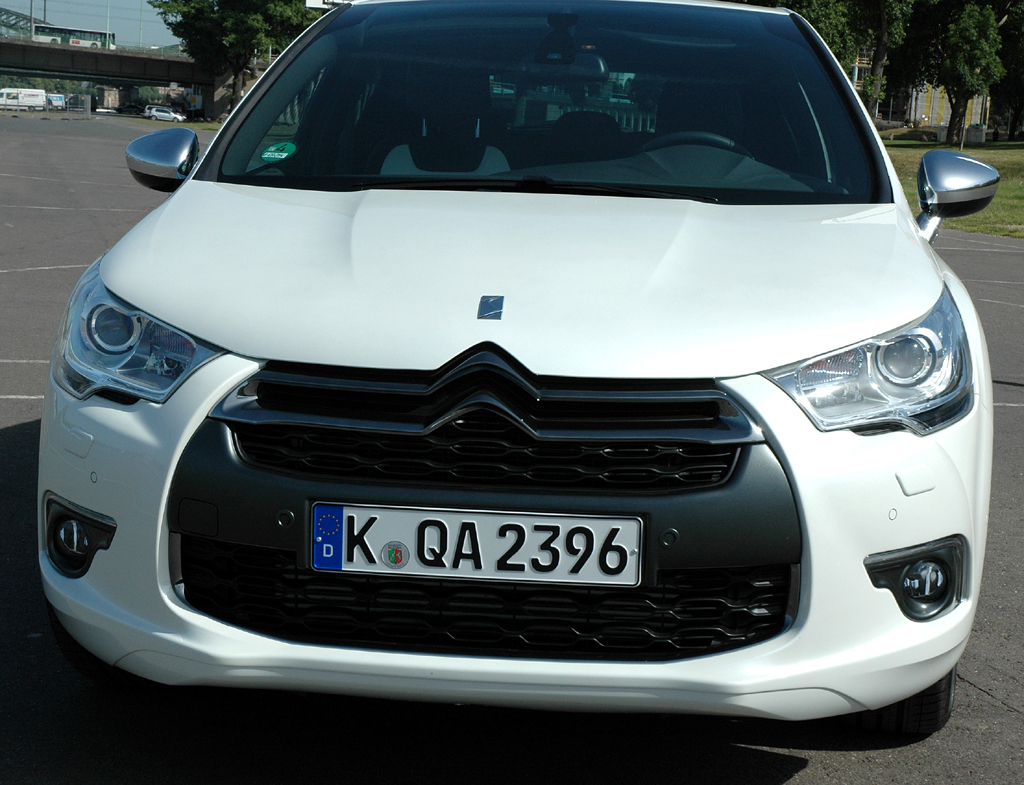 Citroën DS4: Blick auf die Frontpartie des Kompaktmodells.