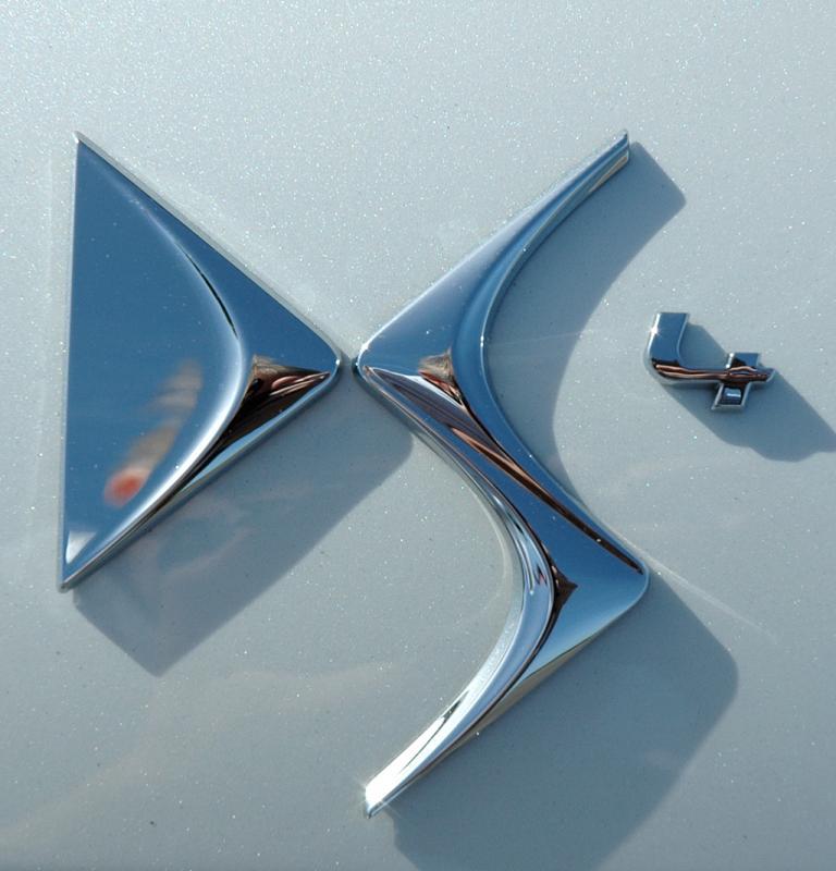 Citroën DS4: Hinten sitzt das Logo der neuen Produktlinie auf der Heckklappe.