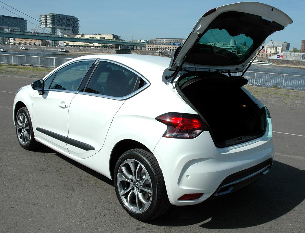 Citroën DS4: Ins Gepäckabteil passen über 350 Liter, die Rücksitzlehnen sind umklappbar.