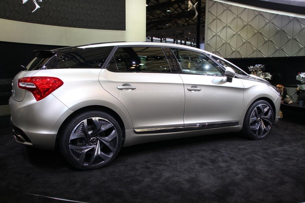 Citroën stellt den DS5 auf Facebook vor