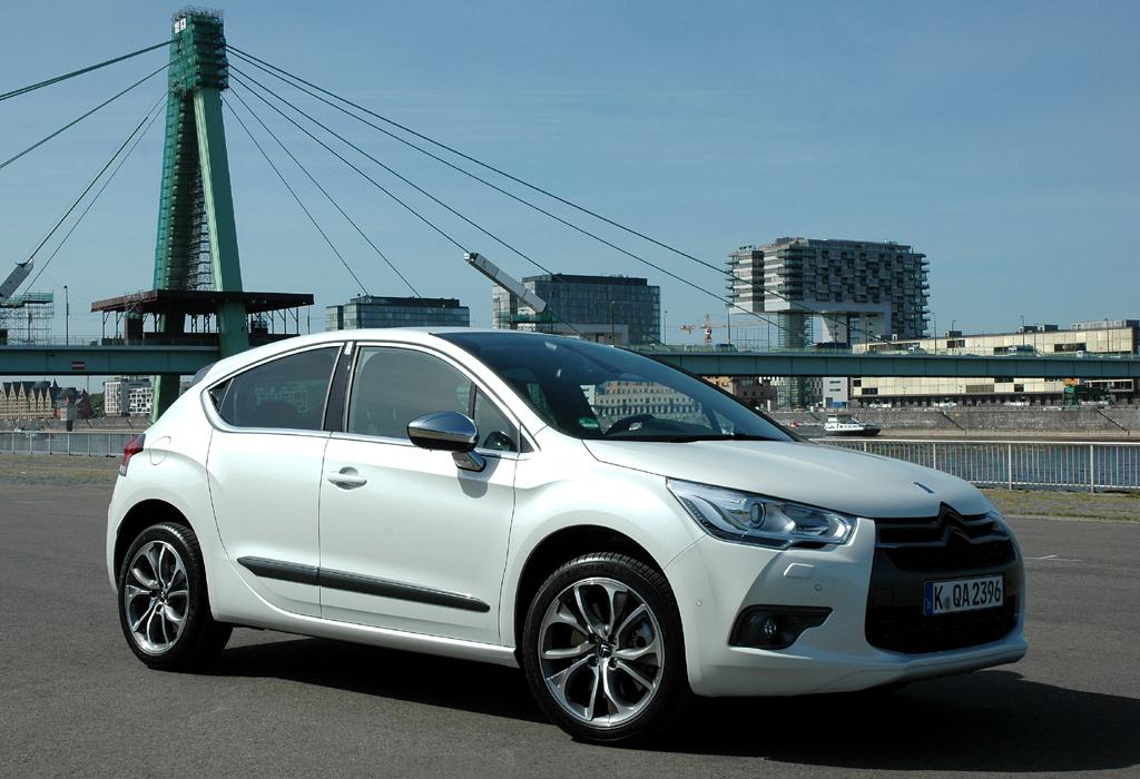 Citroëns neuer DS4 fährt wie der DS3 extravagant vor.