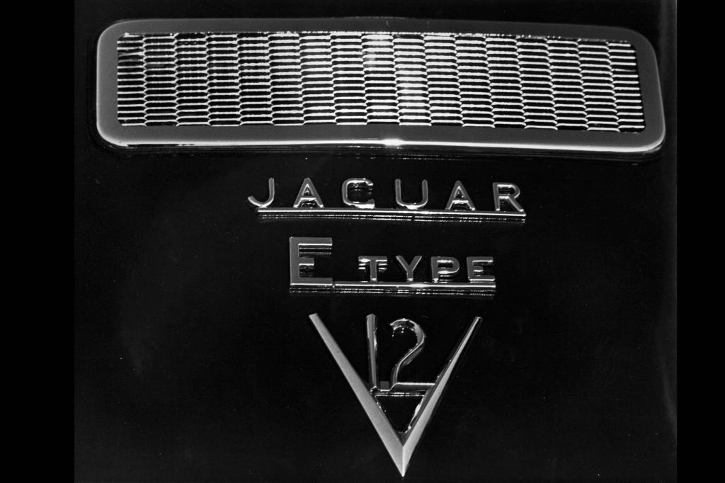Das V12-Typenschild des E-Type