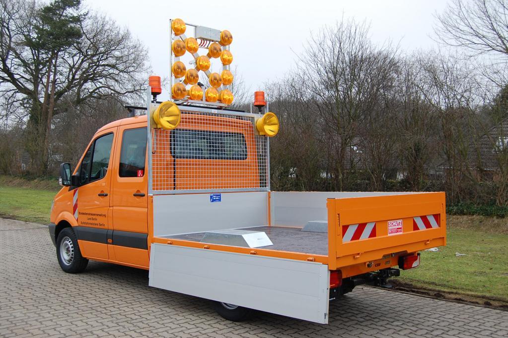 Der Aufbautenhersteller Heinz Schutz gehört jetzt zu den Mercedes-Benz VanSolution Partnern und bietet in diesem Rahmen unter anderem eine Tiefpritsche für den Sprinter an.