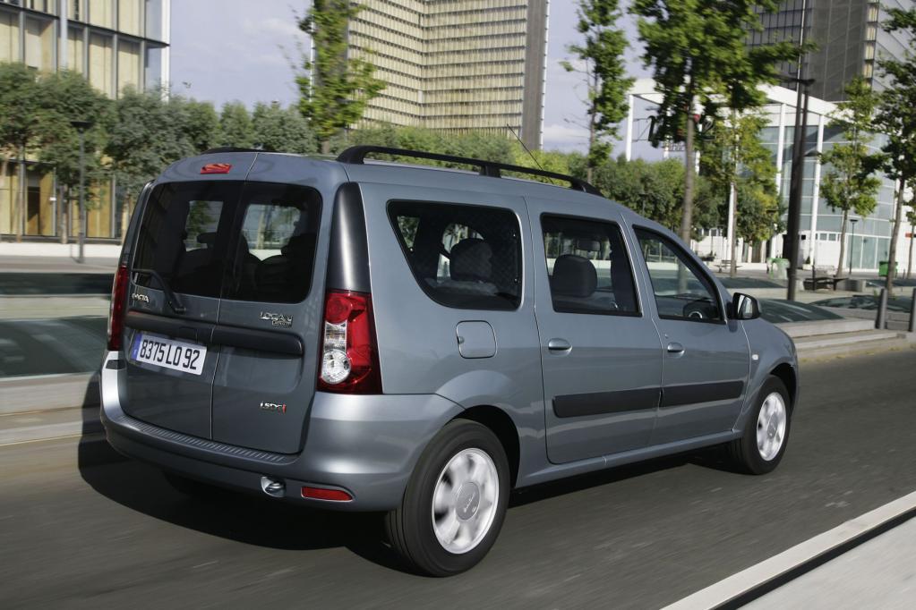 Der Dacia Logan MCV kann ebenfalls mehr als 2 000 Liter Ladung verstauen, zumindest, wenn die hintere Rückbank umgelegt ist.