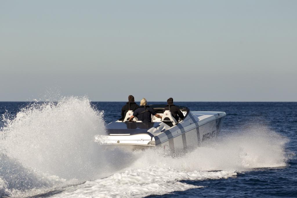 Der Racer verbraucht umgerechnet 235 Liter auf 100 Kilometer