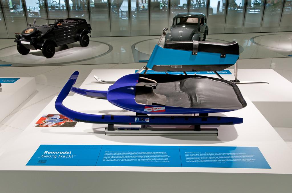 Der Rennschlitten von Georg Hackl bei der Sonderausstellung Porsche Engineering - 80 Jahre Porsche Konstruktionen .
