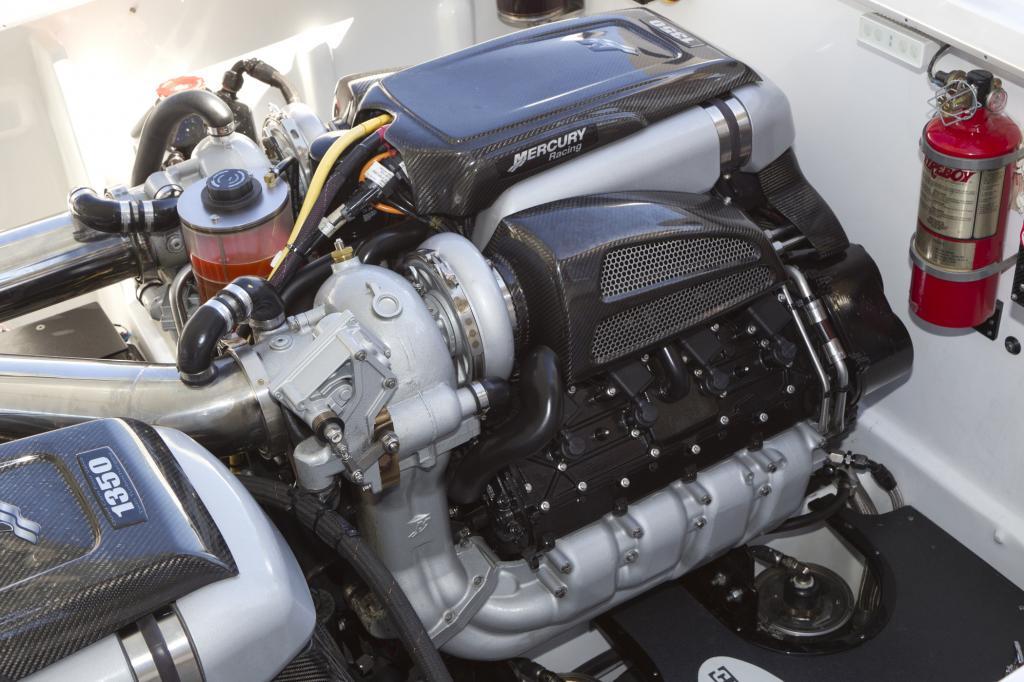 Die beiden V8 Motoren haben 1.350 PS