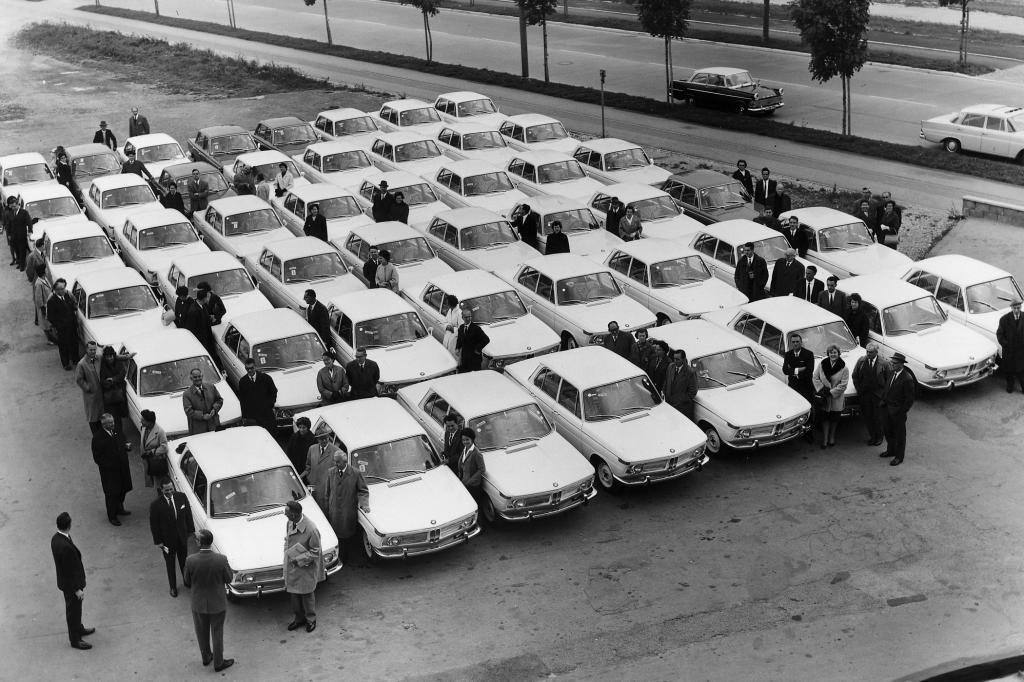 Die ersten Fahrzeuge stehen zur Auslieferung bereit