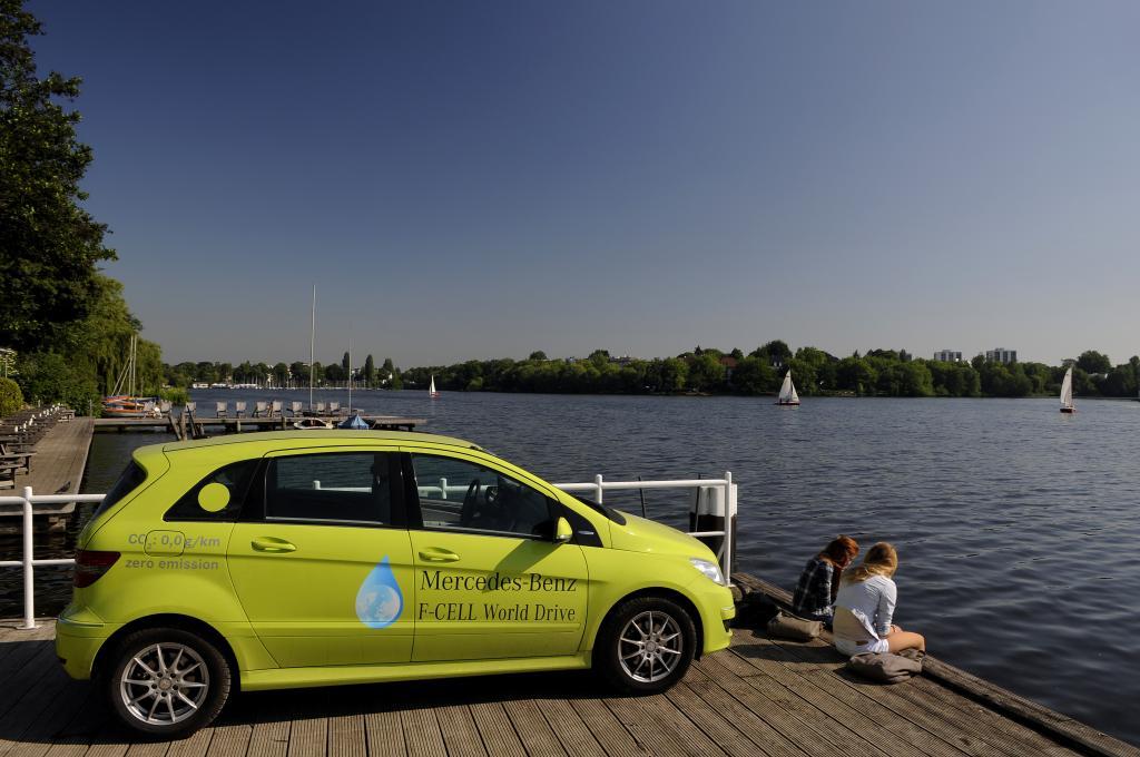 Die letzte Etappe des F-Cell World Drive führte das Team von Hamburg über Berlin und Nürnberg zum Hauptsitz von Mercedes-Benz in Stuttgart.