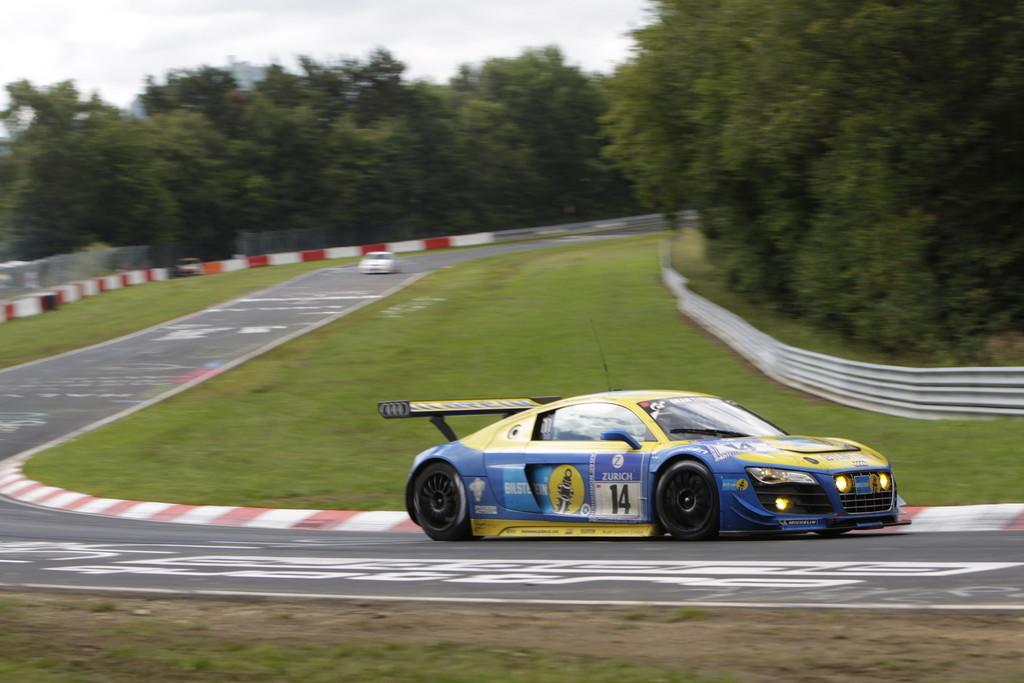 Dritter: Audi R8 LMS mit der Startrnummer 14.