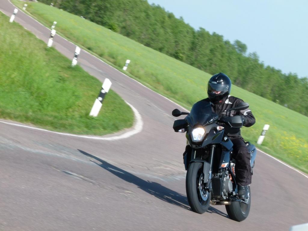 Fahrbericht KTM 990 Supermoto T black ABS: Suchtfaktor – die gehört verschlossen …!