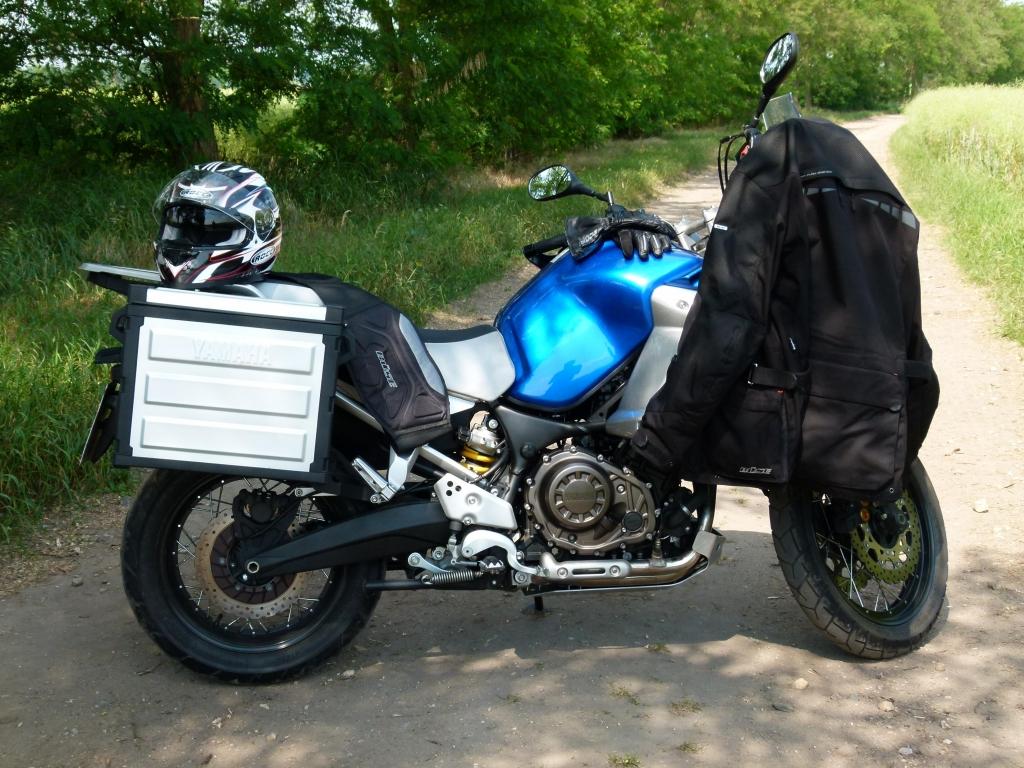 Fahrbericht Yamaha XT1200Z Super Ténéré ABS: Tausendsassa mit Charakter | Die Schutzkleidung von Buese bietet dank Air Flow System auch bei hohen Temperaturen angenehmen Tragekomfort.