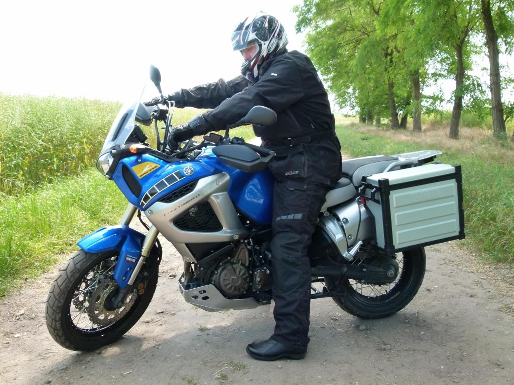 Fahrbericht Yamaha XT1200Z Super Ténéré ABS: Tausendsassa mit Charakter | Unsere Testreihe wurde begleitet vom Motorradaustatter Buese.