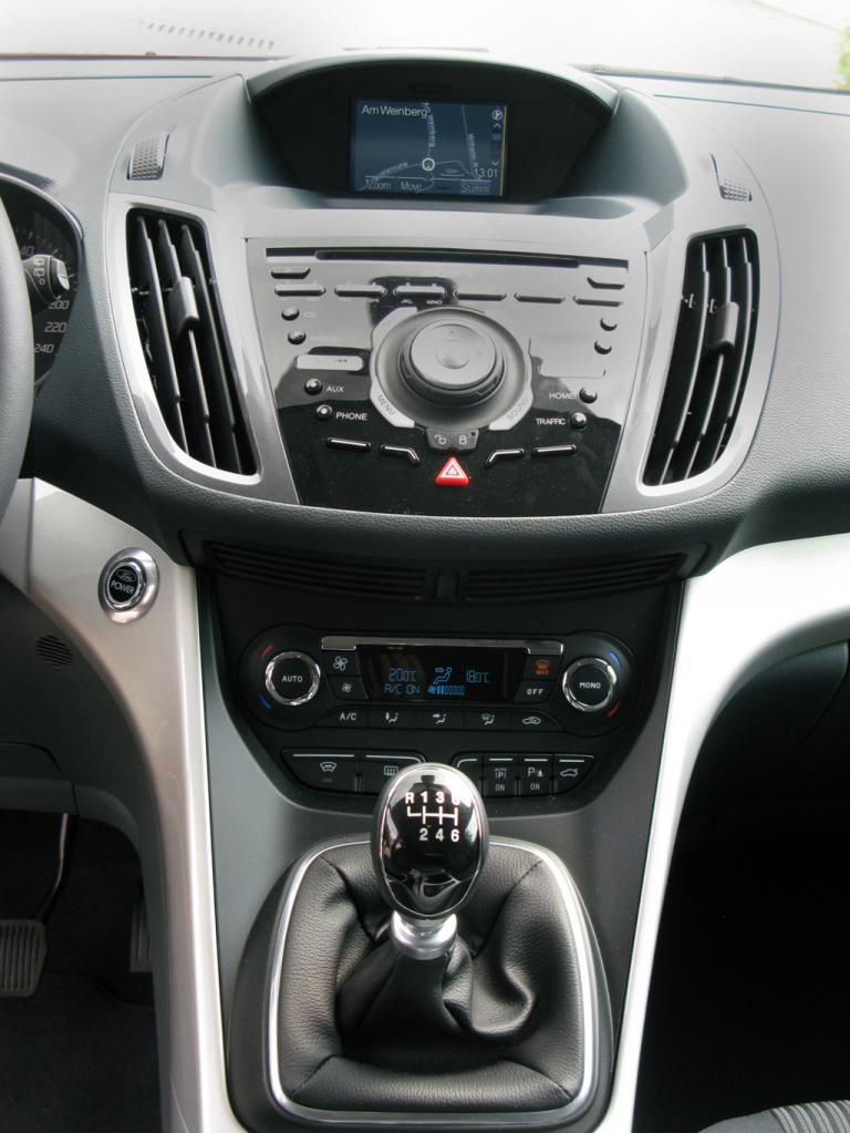 Ford Grand-C-Max: Blick auf den mittleren Armaturenträger.